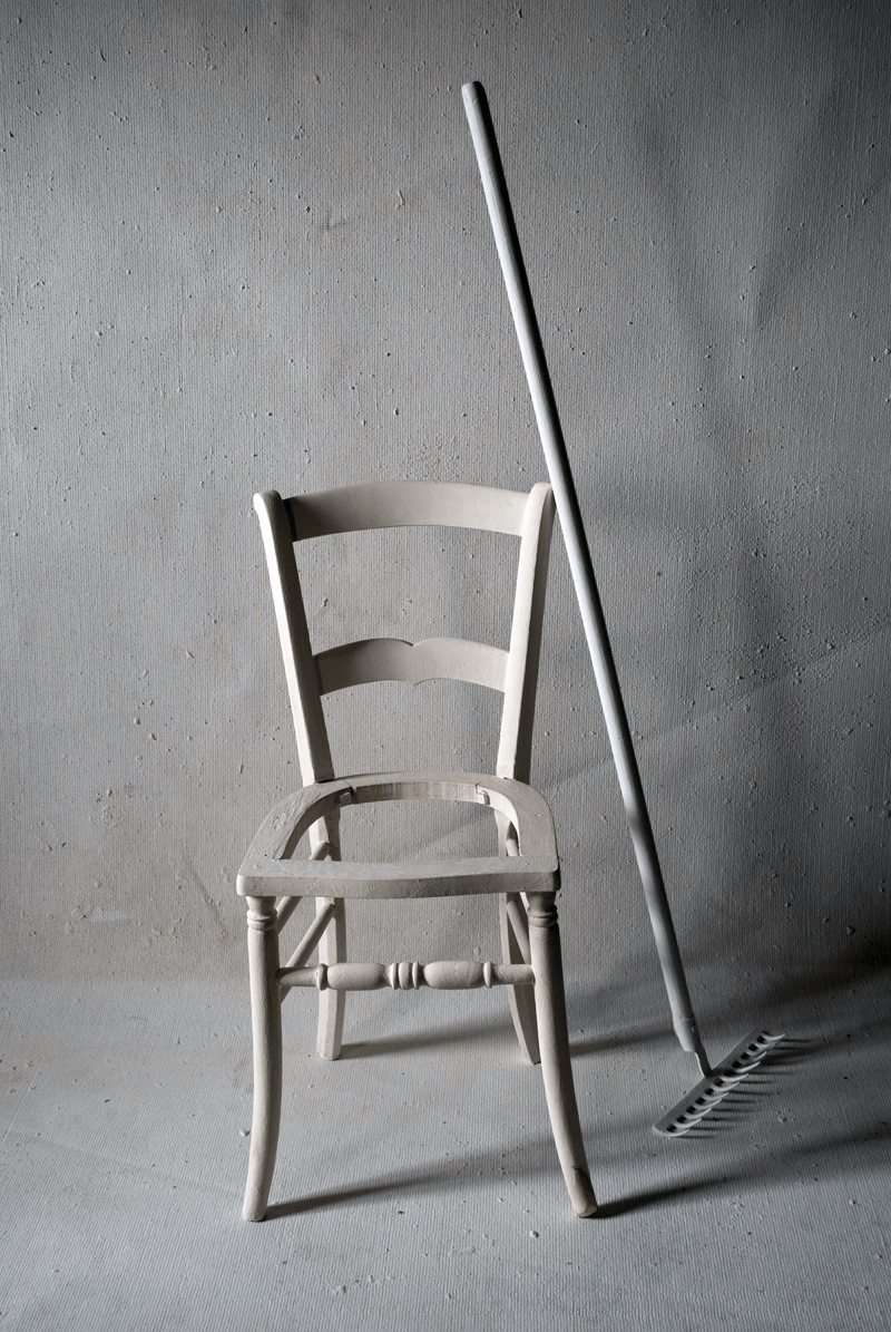 Stuhl und Rechen